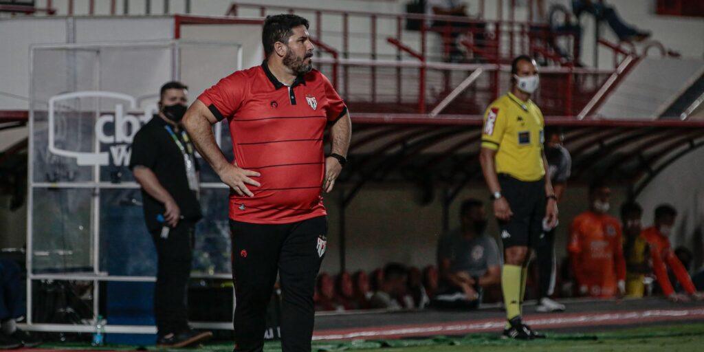 Eduardo Barroca deixa comando do Atlético-GO