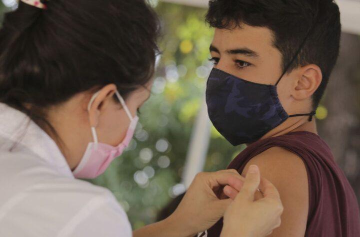 Covid-19: Distrito Federal anuncia vacinação para faixa de 12 anos