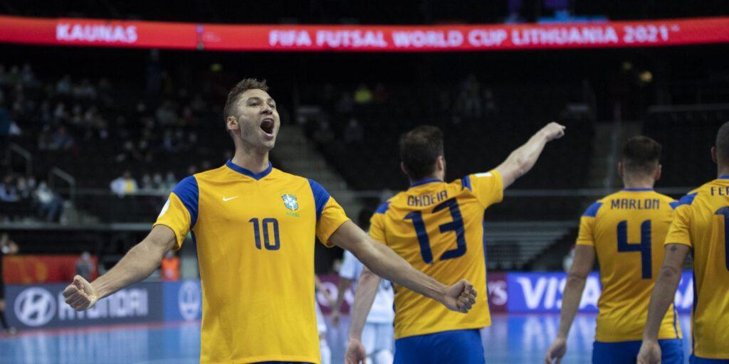 Brasil bate Japão e vai às quartas de final do Mundial