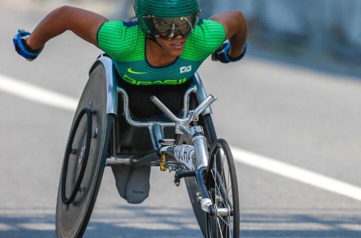Aline Rocha conquista bronze entre cadeirantes na Maratona de Berlim