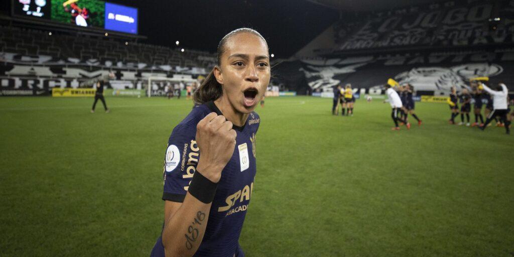 Brasileiro: além do tri, atacante do Timão é eleita craque da final