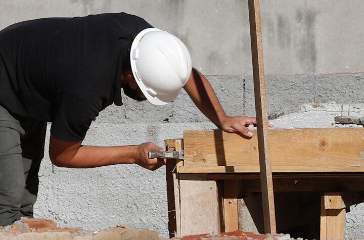 FGV: confiança da construção fica estável com melhor nível desde 2014