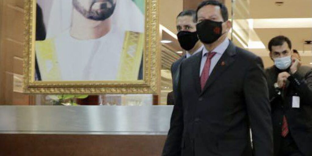 Vice-presidente chega a Dubai para promover comércio e investimentos