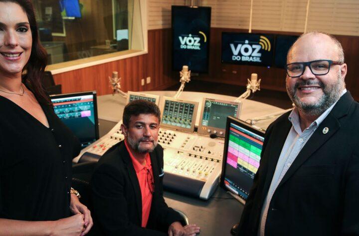 Sem Censura desta segunda recebe equipe de A Voz do Brasil
